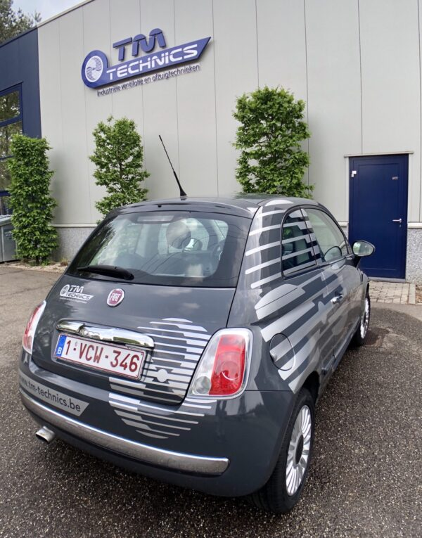 Beletteren bedrijfsauto Fiat 500 voor TM Technics.