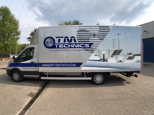 Beletteren van bestelwagens en vrachtwagens in Limburg voor TM Technics.