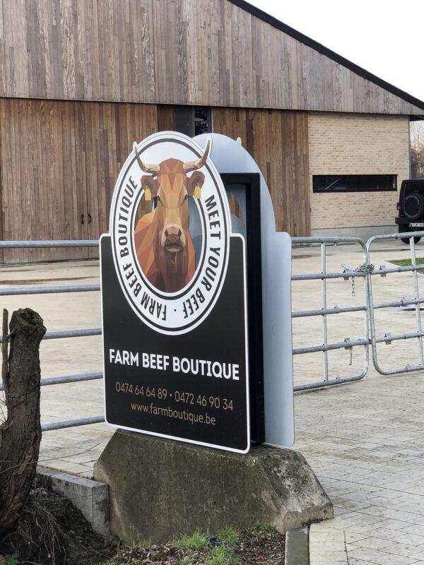Buiten display van de Farm Beef Boutique in Zonhoven.
