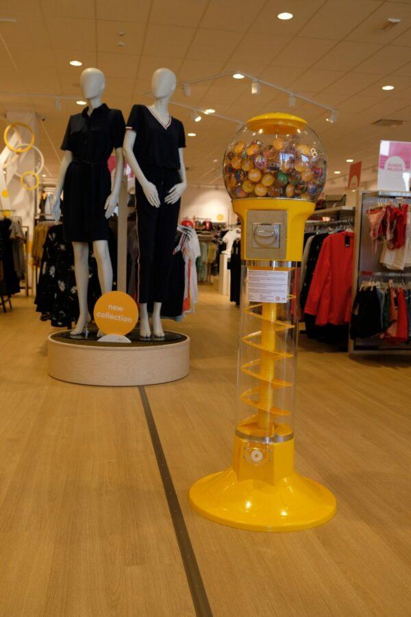 Display uit Honingraatkarton voor promotie van de nieuwe collectie van JBC.