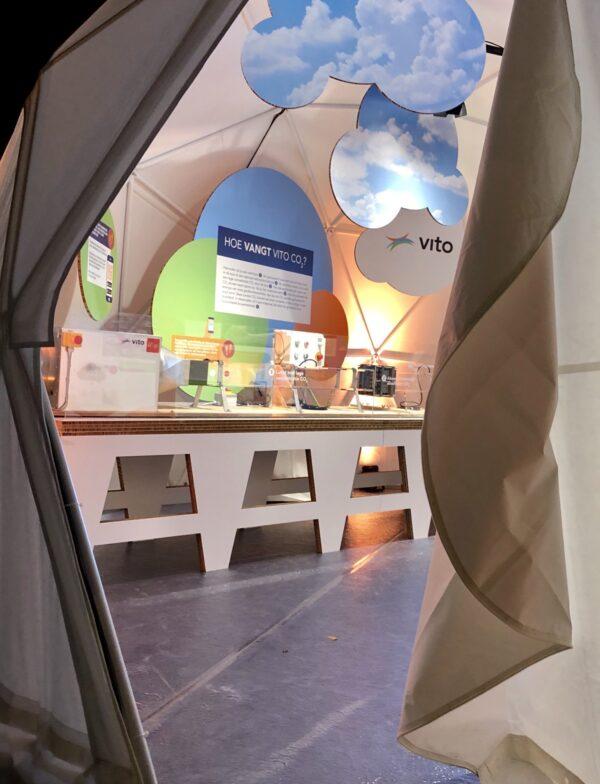Expo stand met reboard tafel op maat voor showcase van product.