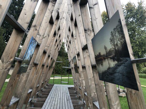 Foto's op een groot dibond canvas voor buiten in het Molenvijverpark in Genk.