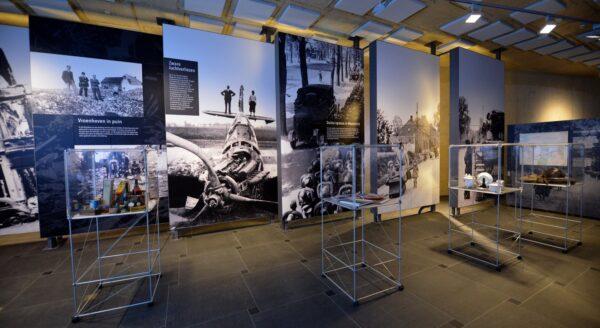Gevelprints, expositie vitrine, akoestische panelen voor museum in Vroenhoven.