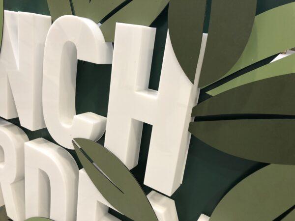 Gevelreclame letters voor Lunchgarden vervaardigd uit metaal.