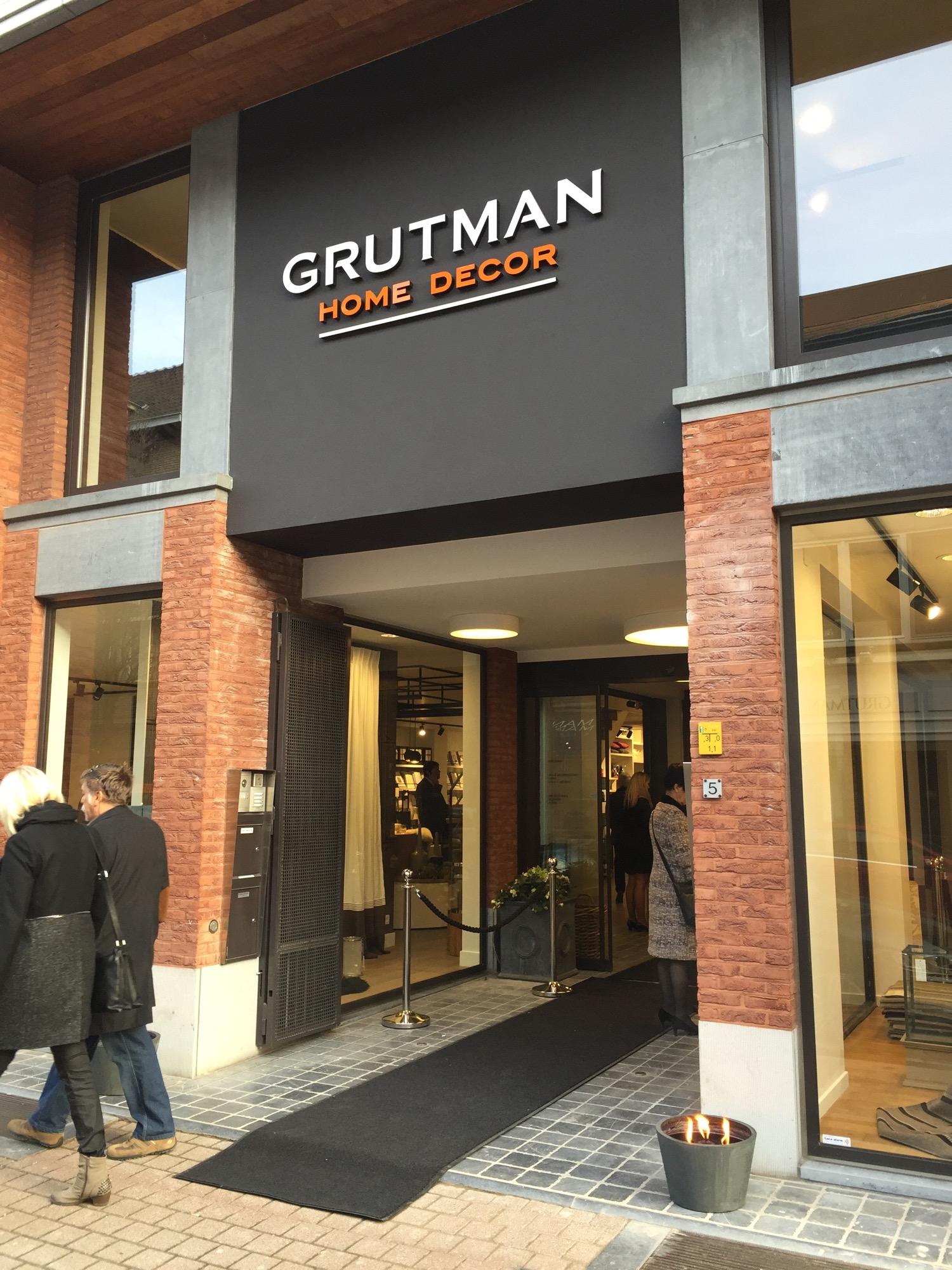 Gevelreclame op het gebouw van Grutman home decor in Hasselt