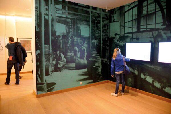 Groot formaat foto printen in het jenevermuseum.