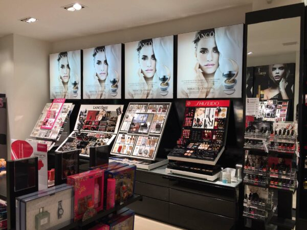 Lichtbak reclame Lancôme in winkel ICI PARIS.