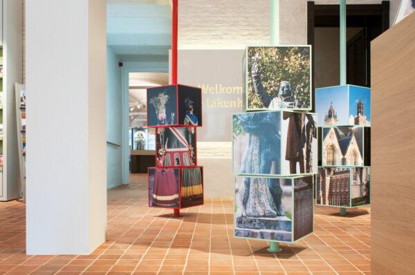 Print op kubussen voor het Belfort in Dendermonde.